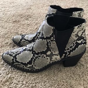 Universal Thread Shoes - Snakeskin booties